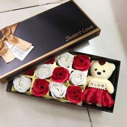 Hộp quà tặng 12 hoa hồng sáp thơm kèm gấu bông giá sỉ