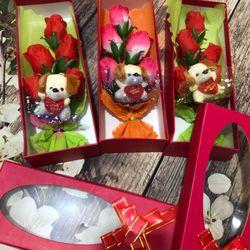 Quà Tặng 20/10 Hoa hồng vải 5 bông kèm gấu giá sỉ