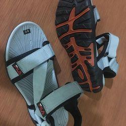 Giày Sandal Quai Hậu Xám giá sỉ