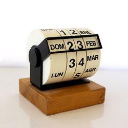đồng hồ gỗ để bàn có thể in khắc logo giá sỉ