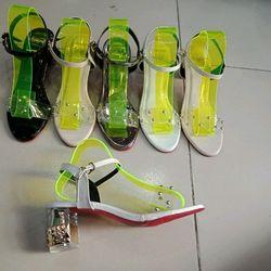 Sandal gót đính hạt giá sỉ
