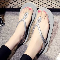 Đôi giày sandal màu sắc mới lạ dễ dàng mang đồ 412 giá sỉ, giá bán buôn