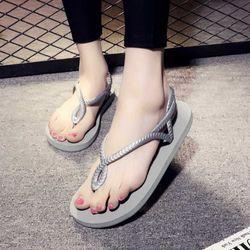 Đôi giày sandal màu sắc mới lạ dễ dàng mang đồ 412 giá sỉ