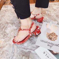 Giày sandal đá đỏ giá sỉ