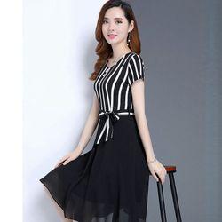 Đầm xòe voan phối sọc trắng đen duyên dáng giá sỉ, giá bán buôn