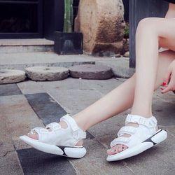 Giày sandal ba quai giá sỉ