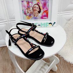 Giày sandal đá màu giá sỉ