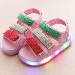 Giày Sandal cho bé gái đèn led 01 màu hồng giá sỉ