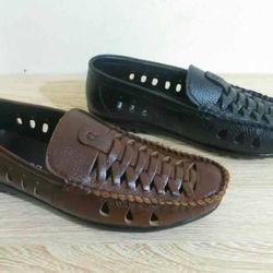 Giày đan chéo đi mùa hè