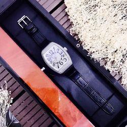 đồng hồ fankmulerrr màu đen giá sỉ