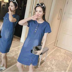 Đầm Jean Suông Cổ Trụ Xẻ Nút Kiểu Xì Teen giá sỉ