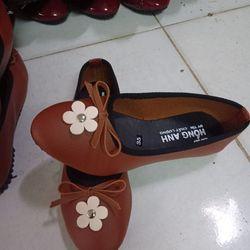 Giày búp bê đính hoa trắng