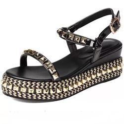 Giày sandal đinh viên giá sỉ