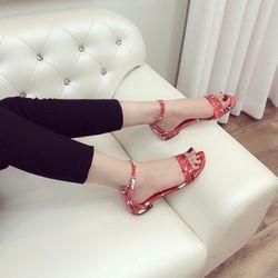 Giày sandal hoa tiết giá sỉ, giá bán buôn
