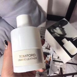 Nươc hoa Tomfords trắng chai tròn giá sỉ