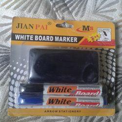 Vỉ 2 cây bút viết bảng trắng và 1 bông lau