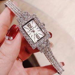 Đồng hồ nữ thời trang Royal Crown 3586 dây đá giá sỉ