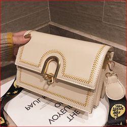 Túi xách đeo chéo viền thêu dây bản to giá sỉ, giá bán buôn