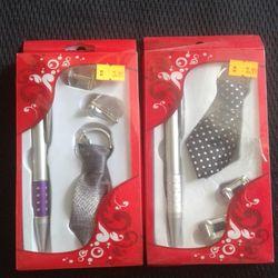 Hộp quà tặng gồm bút móc khóa hình cà vạt và 1 cặp khuy măng sét giá sỉ
