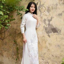 Áo dài truyền thống thêu sen màu trắng giá sỉ