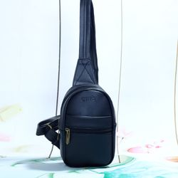 Túi đeo chéo unisex CNT MQ23 đen giá sỉ, giá bán buôn