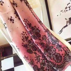 Khăn Choàng Cổ Lụa Hoa Đen Phối Màu Ombre Hồng Cẩm Quỳ - Silk - 180x90cm - Mã KS050 giá sỉ