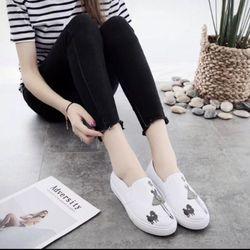 Giày slip on hình cô gái màu trắng Koin VV204 giá sỉ
