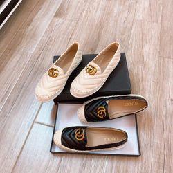 Giày slipon da màu đen và kem giá sỉ