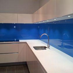 Kính ốp bếp màu xanh dương giá sỉ