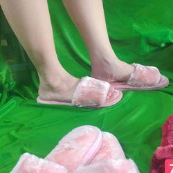 Dép lông nhung màu hồng đậm đế nhựa mang trong nhà hay ngoài phố đều xinh nhé giá sỉ, giá bán buôn