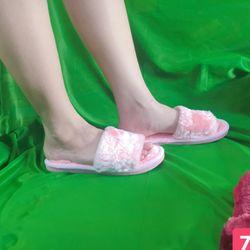 Dép lông nhung màu hồng nhạt đế nhựa mang trong nhà hay ngoài phố đều xinh nhé giá sỉ, giá bán buôn