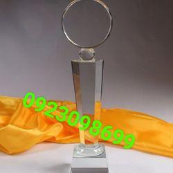 kỷ niệm chương pha lê kỷ niệm chương thuỷ tinh quà tặng pha lê chặn giấy pha lê giá sỉ