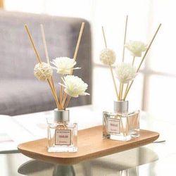 Tinh dầu thơm phòng kèm hoa