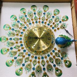 Đồng hồ treo tường trang trí chim công xoè cánh jjt