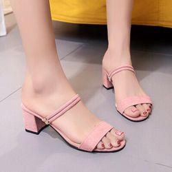 Giày sandal mang hai kiểu giá sỉ