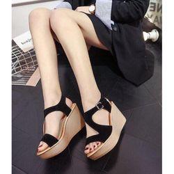 Giày sandal để xuồng giá sỉ, giá bán buôn