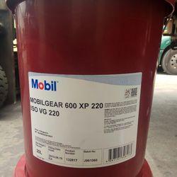 Dầu bánh răng Mobil Gear 600 XP 220 xô 20L giá sỉ
