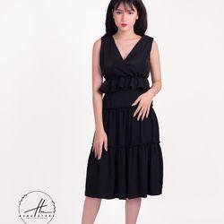 Đầm đen hở lưng 3 tầng