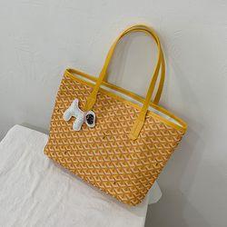 Túi đeo Vai Đan Cách Điệu Kèm Móc Khóa Cún D661 giá sỉ, giá bán buôn