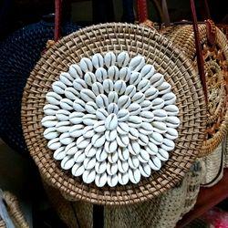 túi mây tre đan gắn sò trắng giá sỉ
