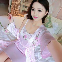 Set váy ngủ 2 dây kèm áo choàng thêu hoa vạt áo xinh xắn giá sỉ