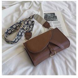 Túi đeo chéo nữ nắp da lộn dây đeo bản to nhiều màu có Video giá sỉ, giá bán buôn