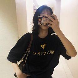 áo nữ màu đen in nhũ vàng đẹp như hình giá sỉ