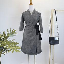 Đầm cột eo