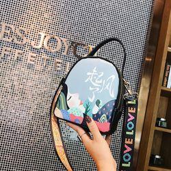 Túi đeo chéo Họa tiết bắt mắt cực hot D8497 giá sỉ