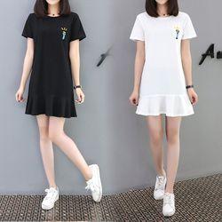 Đầm nữ đuôi cá thêu chữ ngắn tay 2 màu trắng đen thời trang Full size M L XL phù hợp đi chơi dạo phố