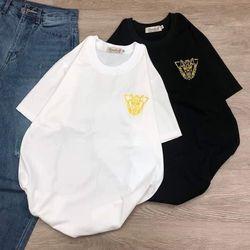 Áo thun in trắng đen hình logo bên ngực giá sỉ