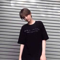 Áo thun đen chữ ngang ngực giá sỉ