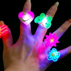 nhẫn đeo tay có đèn le có sẵn pin giá sỉ