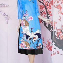 Set áo dài cách tân tơ nhung nền xanh in chim hạc